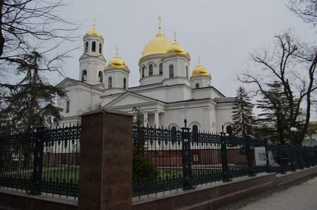 На Пасху Христову в православные храмы Крыма будут пускать по очереди