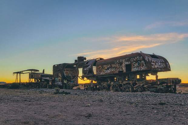 train-graveyard-bolivia-chris11