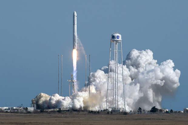 Antares NG-11 launch.jpg