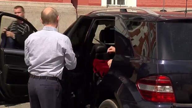 Я не знаю кто там сзади, но водитель у него - Путин Путин, Валаам, Песков, загадка, неизвестность, Политика, фотография, длиннопост