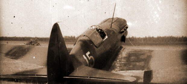 МиГ-3, на котором летал исполняющий обязанности командира 401-го ИАП майор К.К. Коккинаки. Судя по месту и стилю нанесения номера, самолёт был передан из 41-го ИАП. Двухцветный черно-зелёный камуфляж, опознавательные знаки в четырёх позициях согласно схеме, утверждённой 20 июня 1941 года - Тяжёлое испытание для испытателей | Военно-исторический портал Warspot.ru