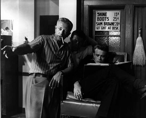 Николас Рэй и Джеймс Дин на съемках фильма «Бунтарь без причины», 1955