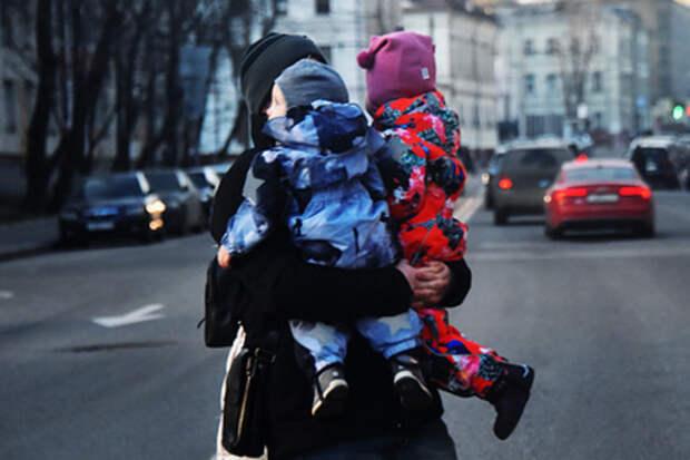 Власти РФ добавят выплат семьям с детьми
