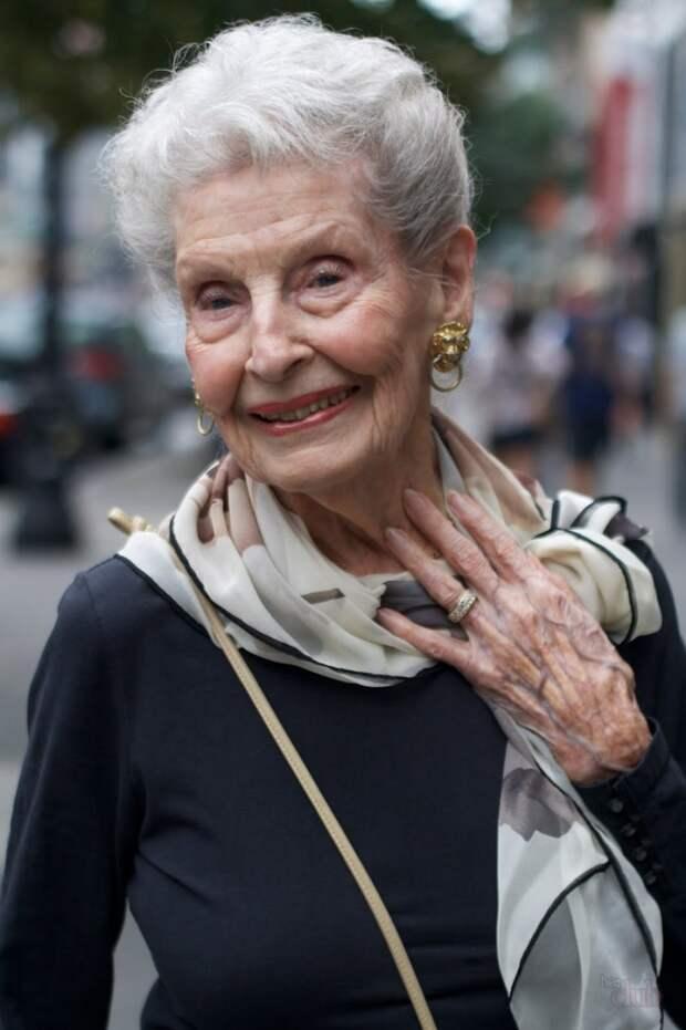 Стильная женщина зрелого возраста
