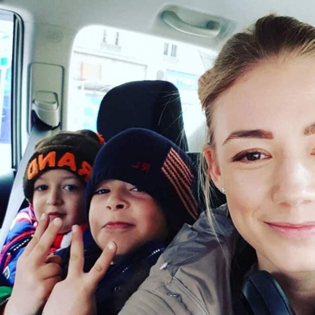 Перебравшаяся в Швейцарию Акиньшина оставила больного сына в России