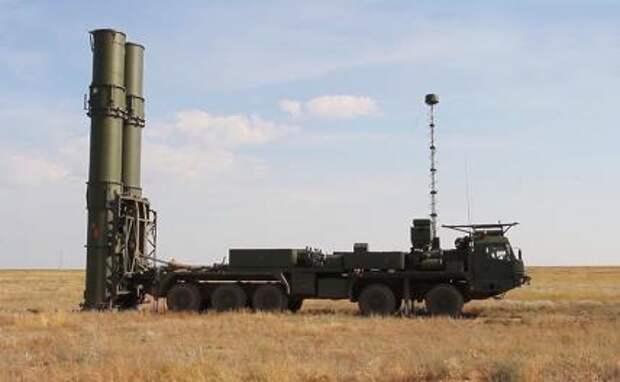 На фото: новейшая зенитная ракетная система (ЗРС) С-500 перед выполнением испытательных боевых стрельб по скоростной баллистической цели на полигоне Капустин Яр.