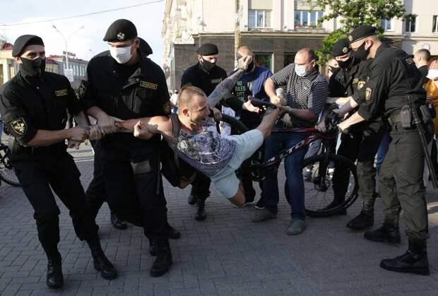 Высокая неопределенность: эксперты о протестах в Беларуси