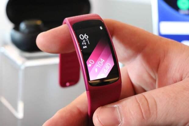 В Сети опубликованы фото нового фитнес-браслета Xiaomi Mi Band 6