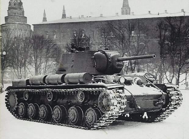 Танк КВ-1 младшего лейтенанта Павла Гудзя на Манежной площади 7 ноября 1941года Велика Отечественная война, История Родины, СССР