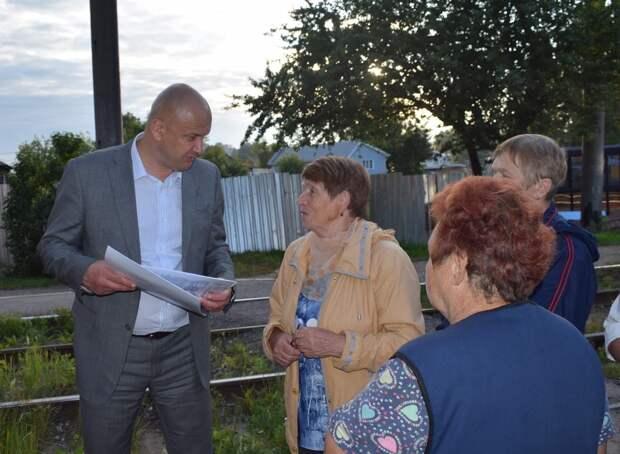 Олег Гарин вместе с жителями осмотрел проблемные участки дорог на Восточном поселке Ижевска