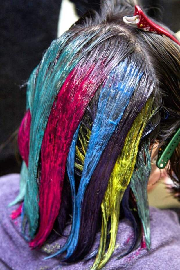 Новая цветовая тенденция для брюнеток — «Oil Slick», невероятные разноцветные локоны