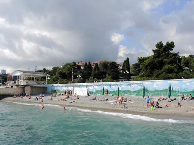 «Понаехали, развратники!»: жители черноморских курортов в шоке от непристойных гостей