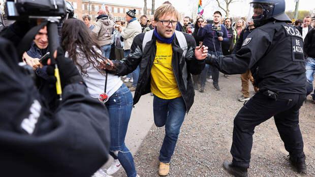 В Берлине на акции против мер по COVID-19 задержали более 150 человек