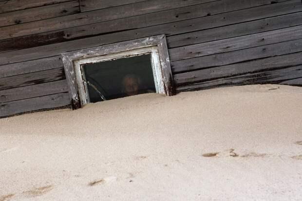 shoyna-sand-buried14
