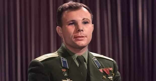 Только на RT: расцвеченный с помощью нейросетей Гагарин поздравил россиян с Днем космонавтики