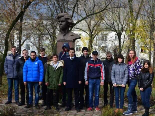 Обращение комсомольцев Луганской Народной Республики к молодёжи Нового Уренгоя