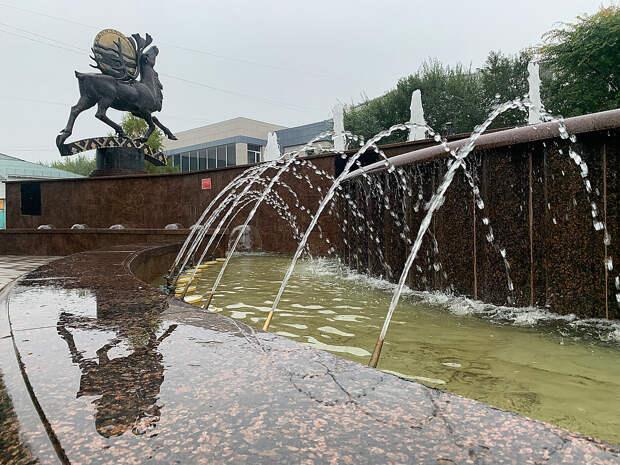 В микрорайоне Солнечный запустили фонтан «Северное сияние»