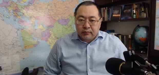 Беглый казах с помощью Украины намерен отжать 95 процентов территории России