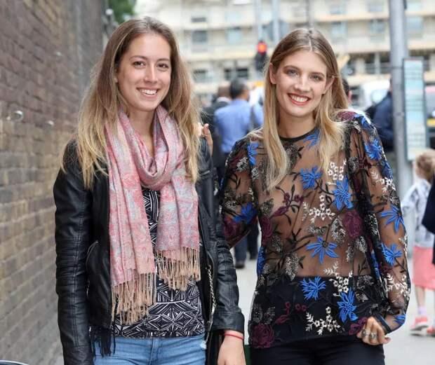 Награни фола: модель прошлась поулицам Лондона впрозрачной кофточке без лифчика