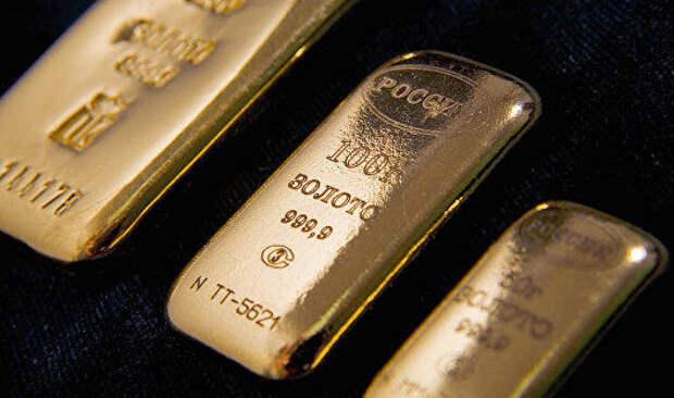 Цены на золото в четверг упали впервые за три сессии