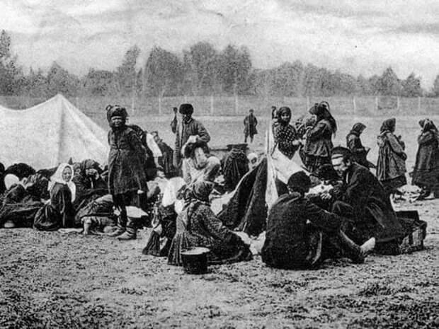 В лагере переселенцев