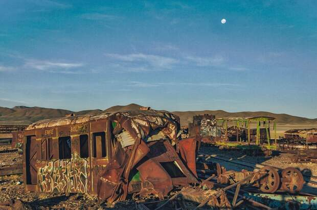 train-graveyard-bolivia-chris8