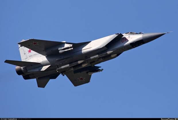МиГ-31 выполнил учебно-боевой пуск ракеты комплекса «Кинжал» из стратосферы