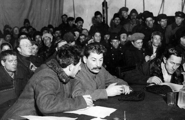 Встречи партийного руководства с народом тогда как раз стали популярными.