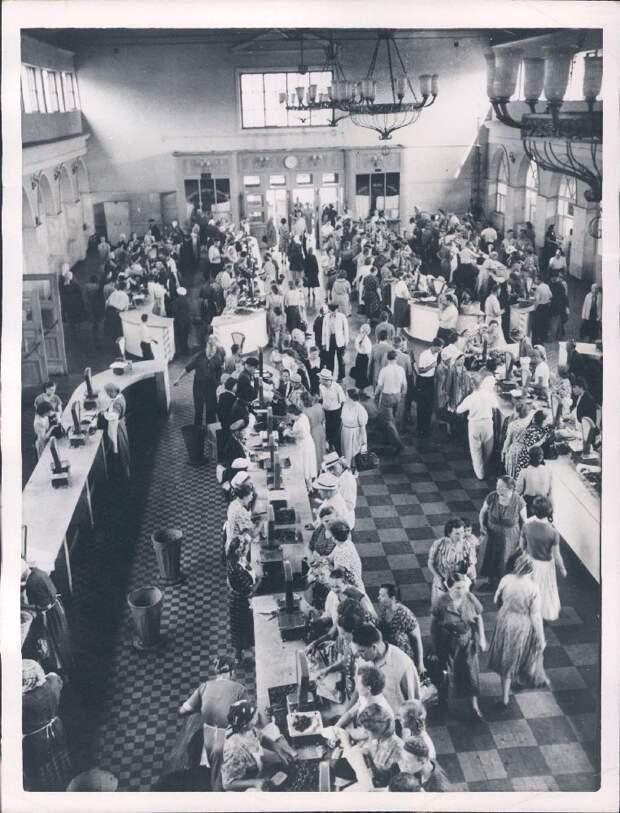 1956. Москва. Торговля без карточек на городском рынке