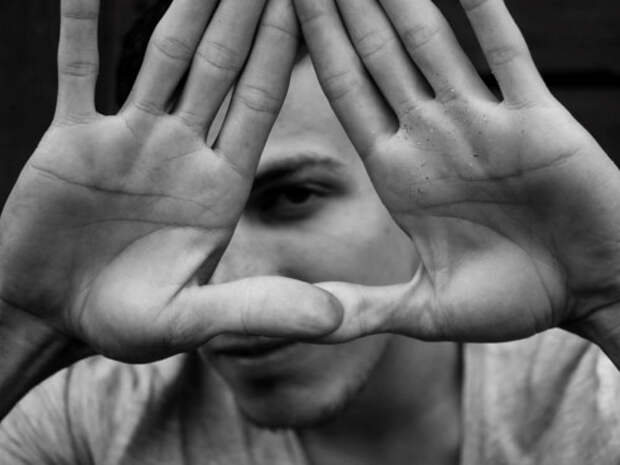 Что можно узнать о характере и энергетике человека по его рукам?