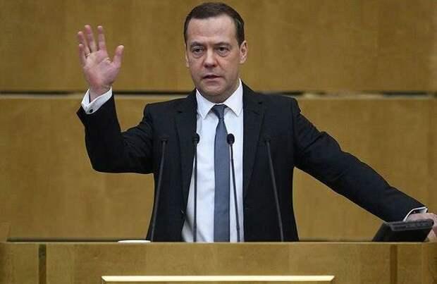 У Медведева спросили, на какие деньги он купил дворцы
