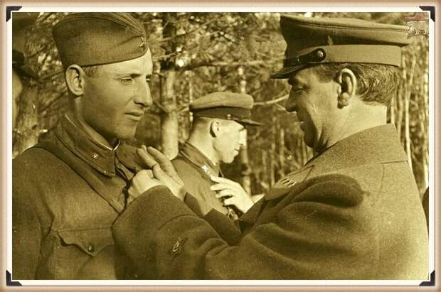 """Вручение медали """"Золотая звезда"""" И.П.Середе. Северо-западный фронт"""