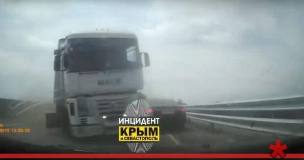 Автомобиль заснял свое лобовое столкновение с грузовиком на «Тавриде»