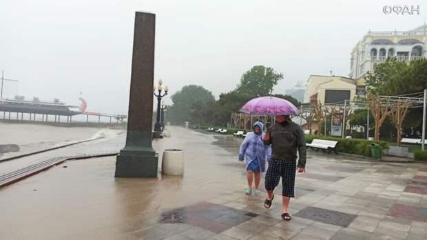 Туристы рассказали, что их больше всего напугало во время мощного потопа в Ялте