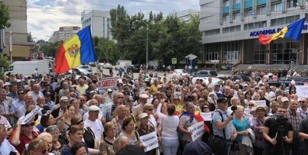 ВКишиневе продолжаются протесты: оппозиция требует утвердить мэра