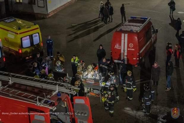 Пожарные САО спасли людей. Фото: Управление по САО Департамента ГОЧСиПБ