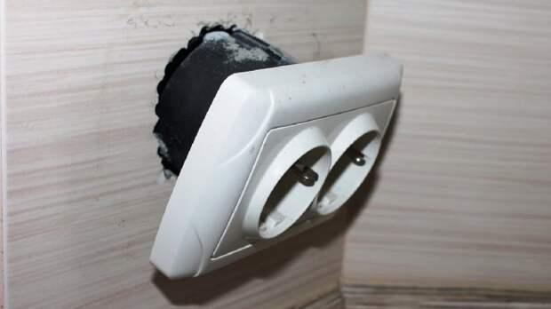 Легкий способ закрепить «выпадающие розетки или выключатели»