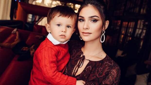 Жена Овечкина с сыном побывала на «Лебедином озере» Плющенко и оценила выступление Гном Гномыча: видео