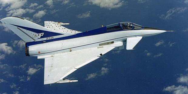 BAe EAP достаточно неплохо показывал себя наиспытаниях. Некоторые британские военные даже предлагали свернуть участие впрограмме европейского истребителя ибыстро доделать ЕАР дляпринятия его навооружение