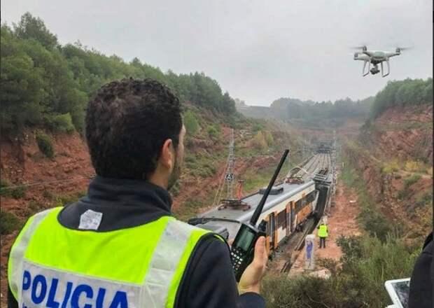 Почти 50 человек пострадали при сходе поезда с рельсов в Каталонии