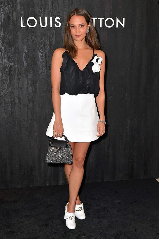 Алисия Викандер на вечеринке Louis Vuitton в самых желанных туфлях сезона