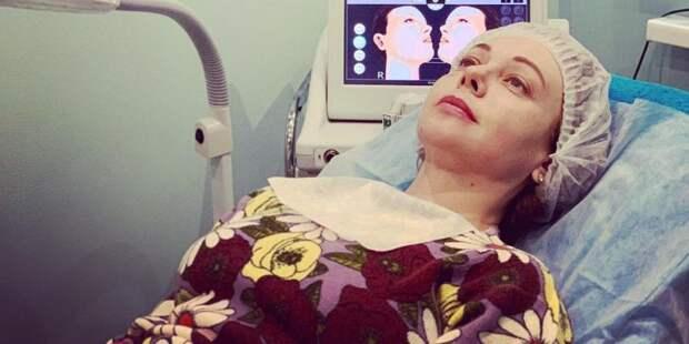 «Придется делать операцию»: упавшая с лестницы Божена Рынска переломала кости