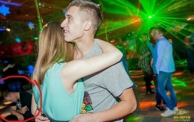 Так бывает, что вечер складывается не у всех вечеринка, дискотека, клуб, молодежь, ночной клуб, прикол, юмор