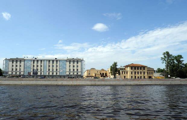 DSC 49521 Нефасадный Петербург: вид с воды