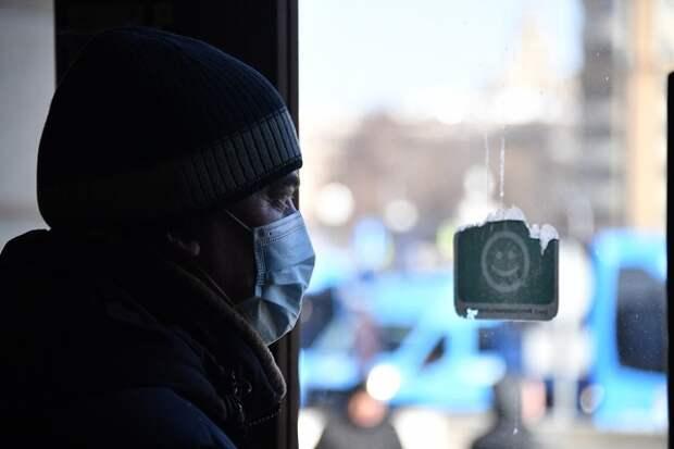 С понедельника 65+ в Москве призвали сидеть дома, пообещав бесплатно доставлять все необходимое