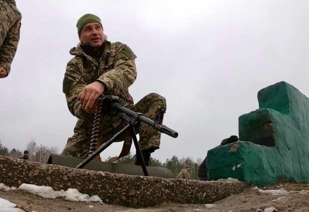 Отступать некуда - позади Киев: Виталий Кличко с гранатой бросился под танк