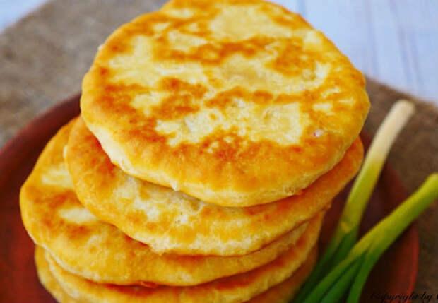 Лепешки на замену хлебу: стакан кефира, два яйца и 10 минут времени