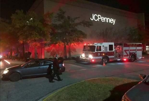Посетитель торгового центра в Алабаме открыл стрельбу