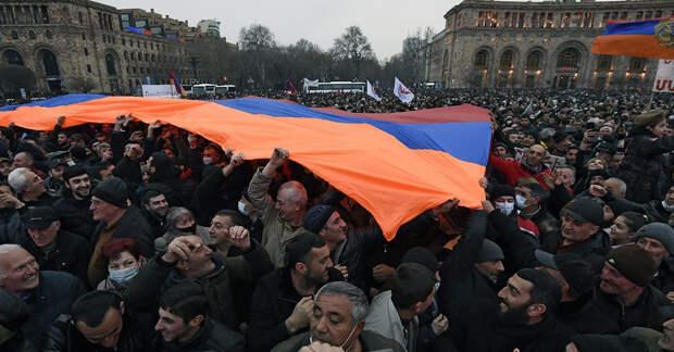 Постсоветские страны осыпаются без поддержки России и Запада