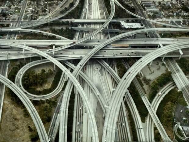 9 впечатляющих транспортных развязок, которые поразят даже самых опытных водителей